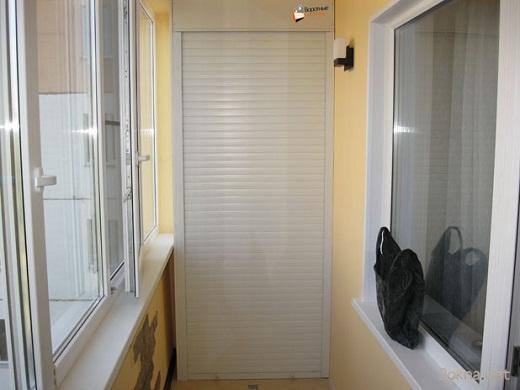 На рисунке балконный шкаф с рольставнями